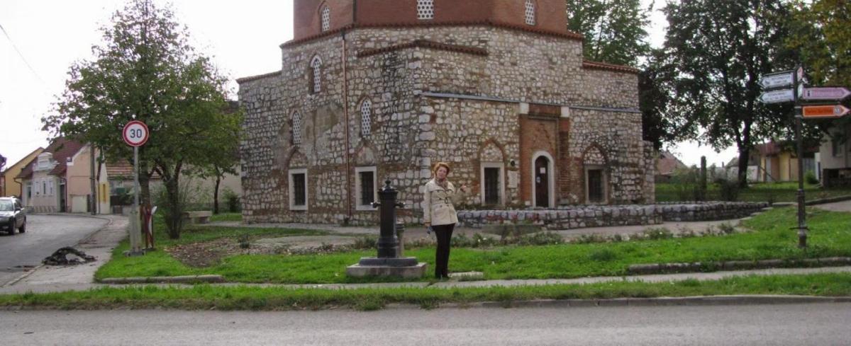 Malkocs bej dzsámija is várja a látogatókat Siklóson